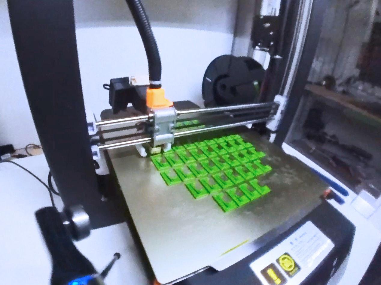 Apostore 3 D Druck Fachbodenklemme im Drucker 4zu3