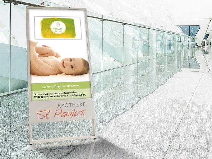 Apostore Digitale Loesungen Passantenstopper ad Stand Eingangsbereich innen Screen Angebot