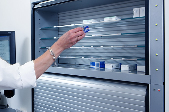 Apostore Kommisionierautomat A1000 Apotheke Doppeleinlagerung Rolloeinlagerung Mehrfacheinlagerung