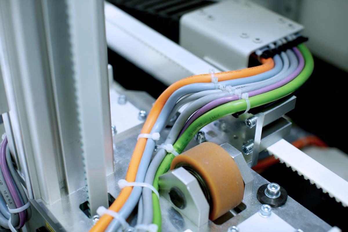 Knapp Smart Solutions Apostore Kommissionierautomat Apotheke Nachhaltigkeit Energiekette wechseln 2