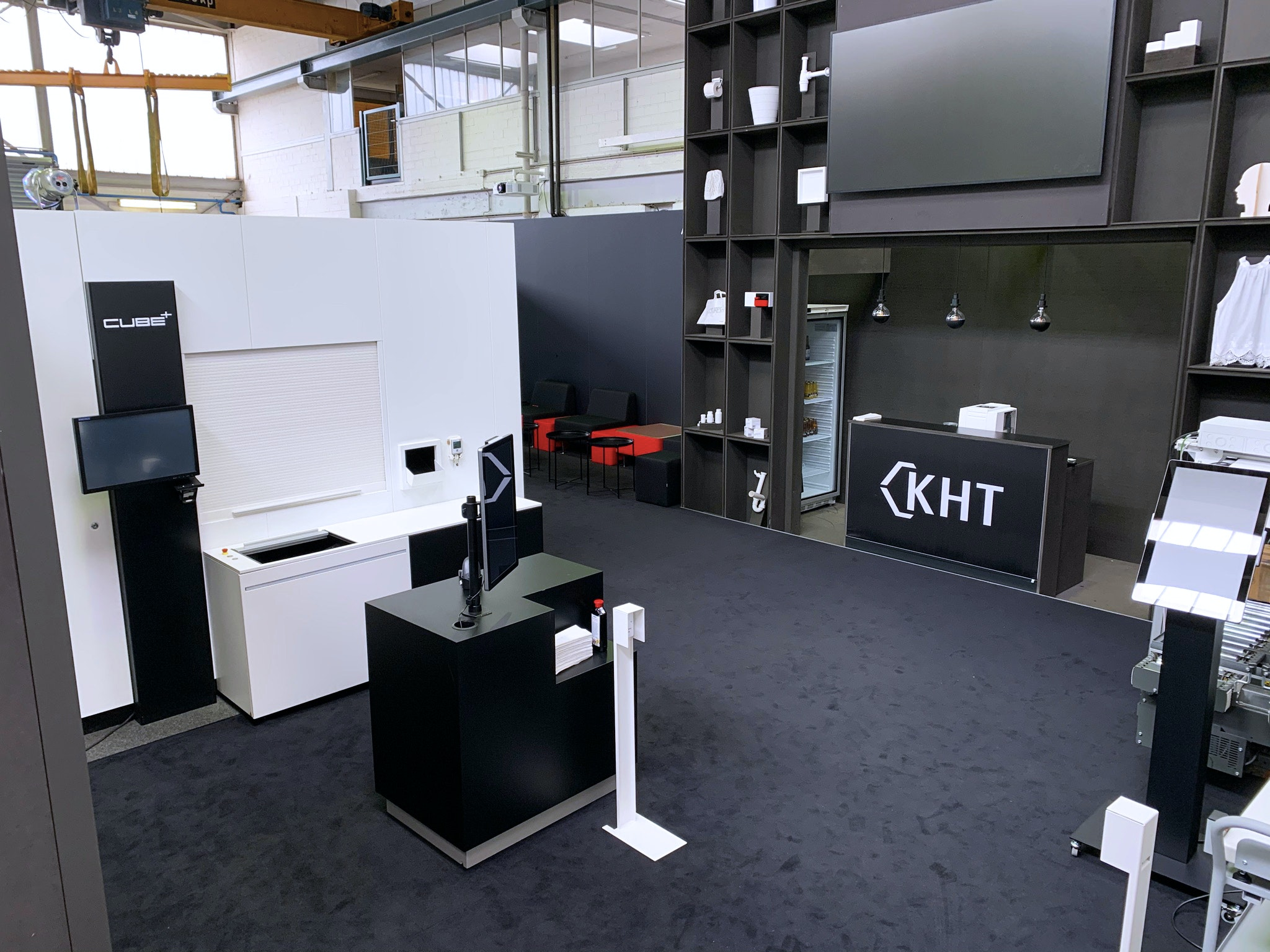 Knapp Smart Solutions Apostore Showroom Digital Butler HV Tisch Messestand IMG 4104