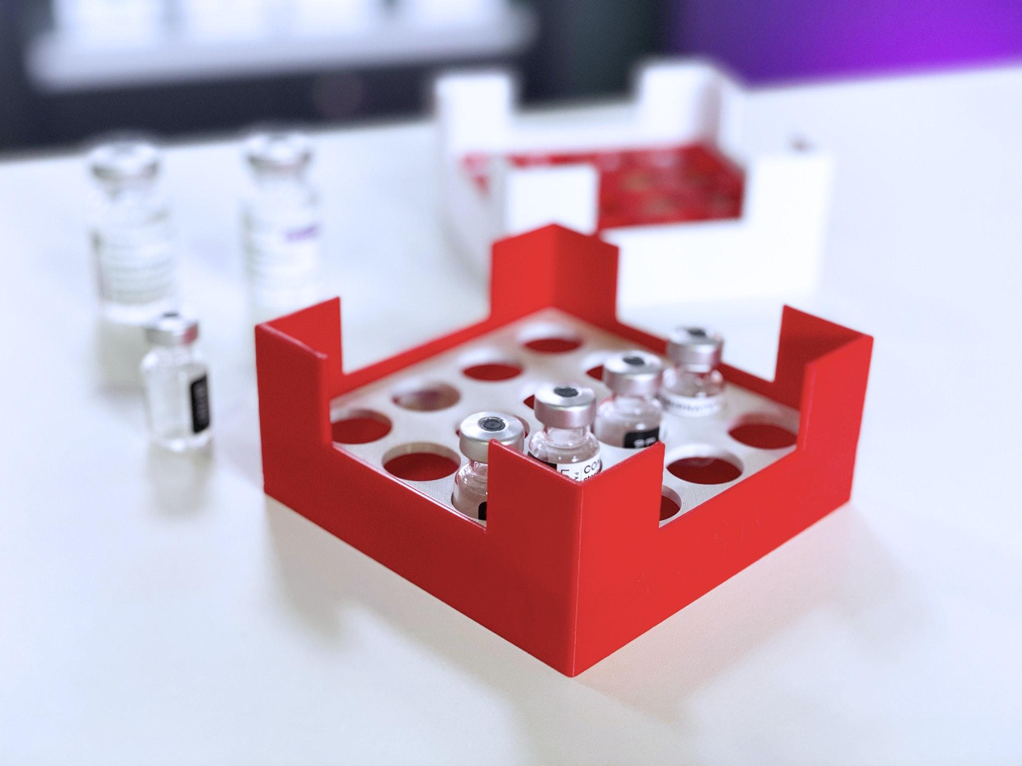 Impfstoff Transportbox (3D-Druck) - Übersicht Box und Vials - Knapp Smart Solutions, Apostore