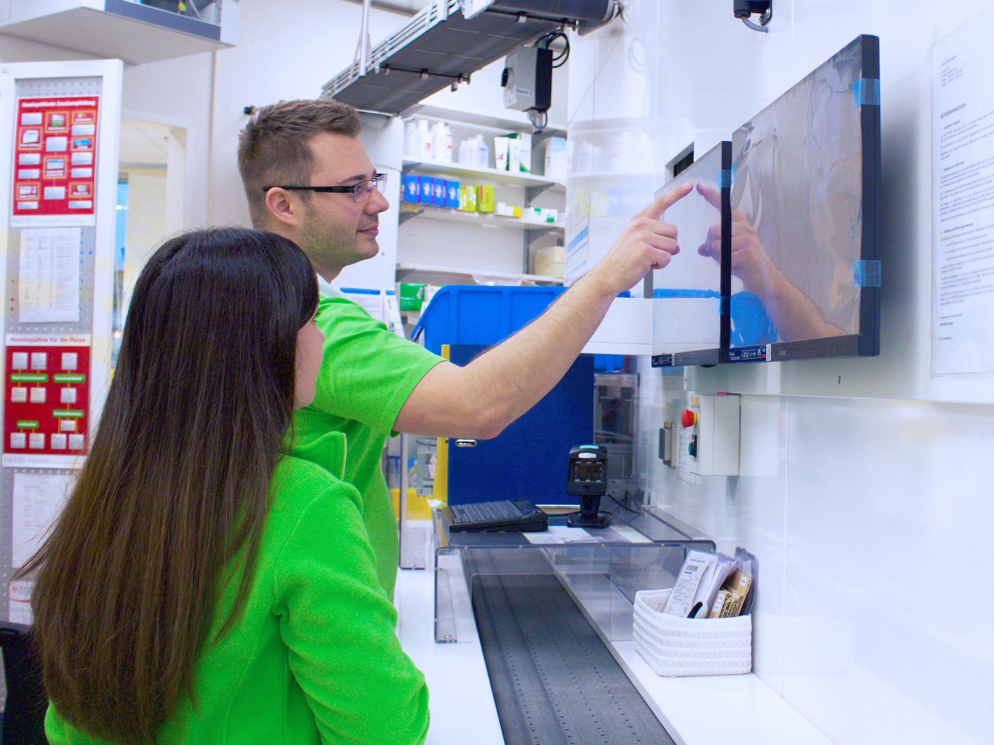Knapp Smart Solutions Apostore Schwarzwald Apotheke PTA Einlagern A2000 cropt